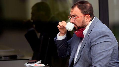 El secretario general del PSOE-A, Adrián Barbón