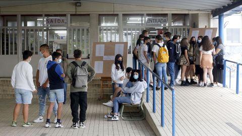 Alumnos de 4.º de ESO de un instituto arousano en el primer día de clase