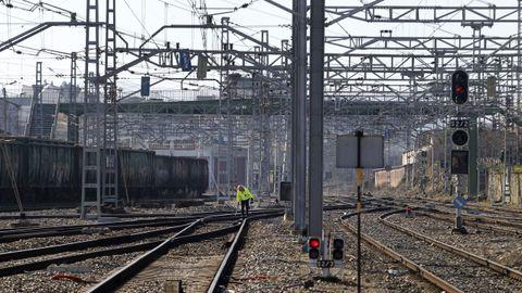 Catenaria en la estación de Monforte