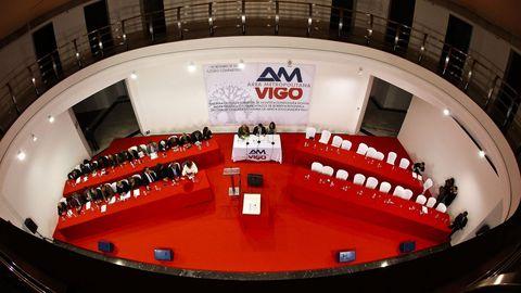 Sesión de constitución del Área Metropolitana, con los representantes socialistas en sus puestos y las sillas del PP vacía después de abandonar la sala