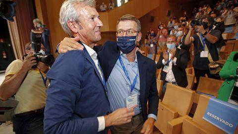 Rueda, junto a Feijoo tras se reelegido presidente del PP de Pontevedra