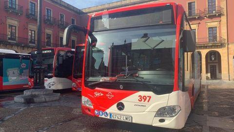 Presentación de los primeros autobuses con tecnología híbrida diésel-eléctrica de Emtusa