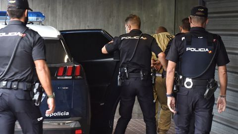 Llegada del presunto asesino de Mónica Marcos a los juzgados de A Coruña