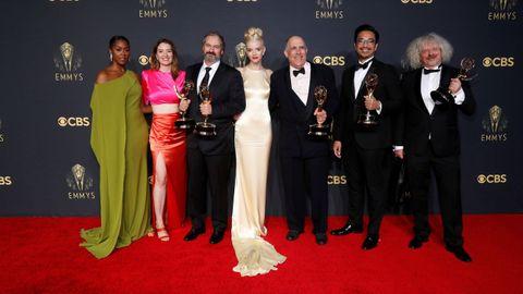 Equipo de Gambito de Dama en la entrega de los Emmy
