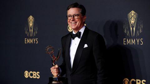 El actor y cómico Stephen Colbert, galardonado por su programa de televisión