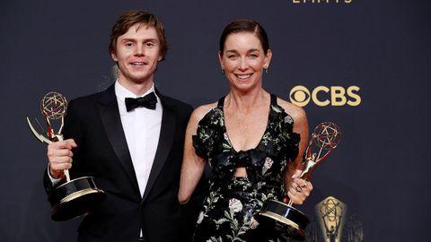 Evan Peters y Julianne Nicholson, actores de «Mare of Easttown»
