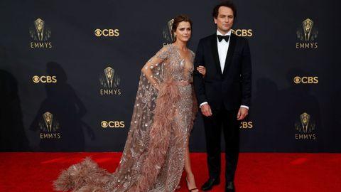Keri Russel y Matthew Rhys a su llegada a la gala