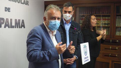 El presidente de Canarias, Ángel Víctor Torres, y Pedro Sánchez