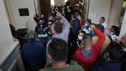 Feriantes de toda España toman la casa consistorial de Lugo pidiendo trabajar