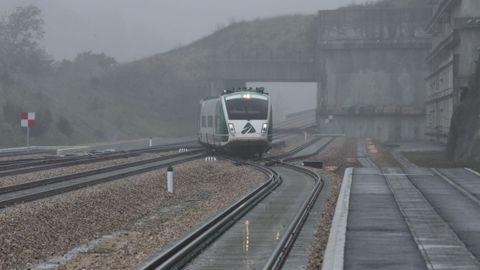 Llegada del primer tren de pruebas por la Variante de Pajares entre La Robla y Campomanes de la Línea de Alta Velocidad León-Asturias