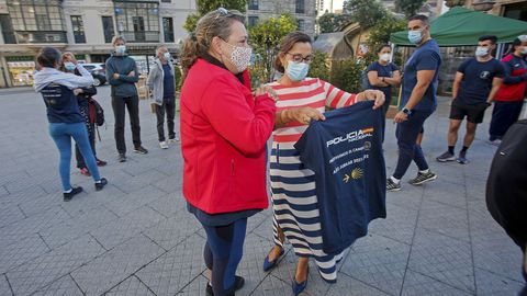 """SALIDA DE LA CAMINATA """"PROTEGEMOS LOS CAMINOS"""", CON REPRESENTANTES DE LA  POLICÍA NACIONAL Y DE LA ASOCIACIÓN DE DISCAPACITADOS INTEÑECTUALES VIRGEN DE LA O-MENDEZ NUÑEZ"""