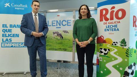 Carmen Lence, presidenta de Lence, acompañada por Emilio Barreiro, director de Empresas de CaixaBank