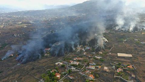 Imagen captada con dron del barrio de Todoque donde hoy llegó la lava