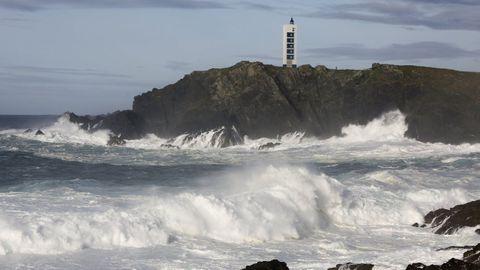 Olas durante un temporal en la costa de Meirás, en Valdoviño.
