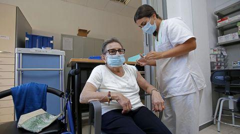 Vacunación de la tercera dosis contra el covid en la residencia de Campolongo