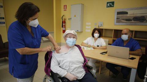 Administración de la tercera dosis de la vacuna el miércoles en residencias de A Mariña (en la imagen, Viveiro)