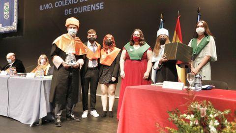 Los representantes de los alumnos entregaron recuerdos a sus madrinas y padrinos