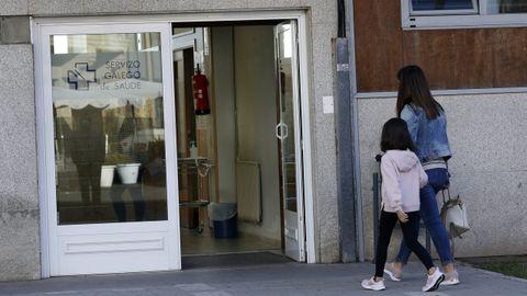 Entrada al centro de salud de Ribeira.