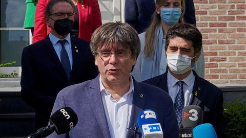 Puigdemont con varios consejeros de Junts en junio del 2021 en Waterloo