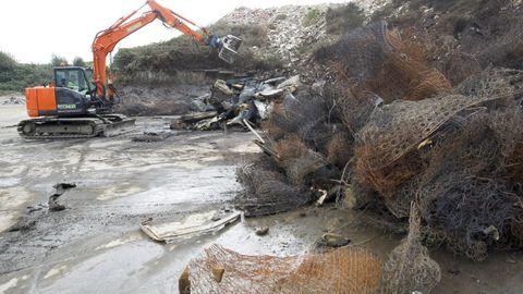 Los trabajos en la zona donde se quemaron colchones en la planta de Rilo