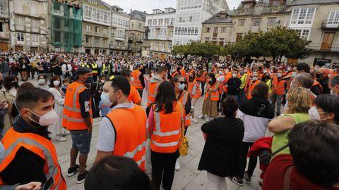 Una multitud apoyó a los trabajadores de Vestas Viveiro en la Praza Maior de la localidad