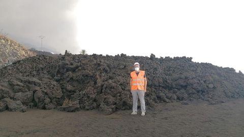 El geólogo lucense David Calvo, ayer junto a la colada de Todoque, en el municipio de Los Llanos.