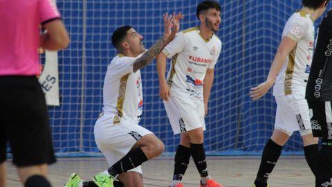 Bruno Gomes celebra su tanto, que sirvió para abrir el marcador