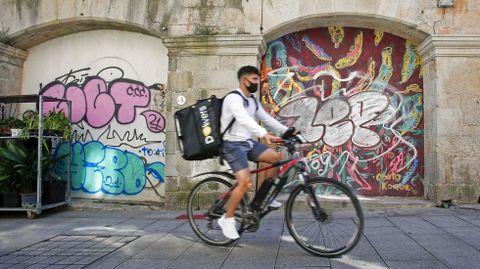 GRAFFITIS. ENTORNO DE LA PLAZA DE ABASTOS