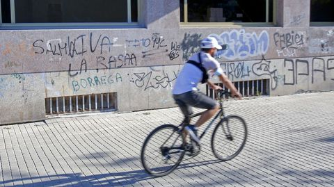 GRAFFITIS. CAMPOLONGO