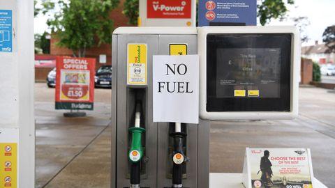 Una gasolinera cerrada hoy en Londres