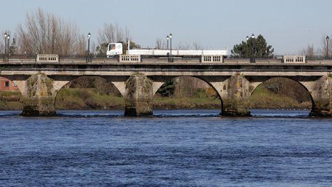 Puente romano de Pontecesures sobre el río Ulla.
