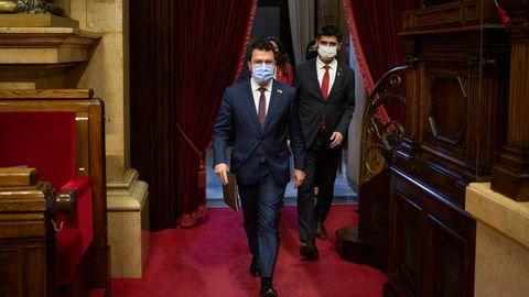 El presidente catalán, Pere Aragonès, y el vicepresidente de la Generalitat, Jordi Puigneró, ayer, a su llegada al debate de Política General.