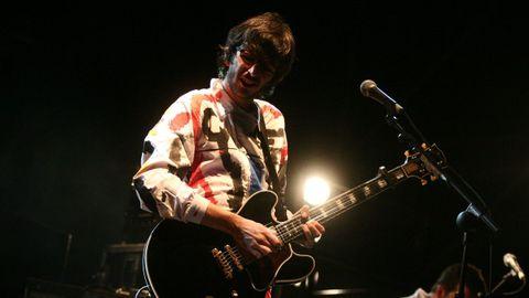 Xoel López en uno de sus últimos conciertos con el grupo Deluxe, en 2007.