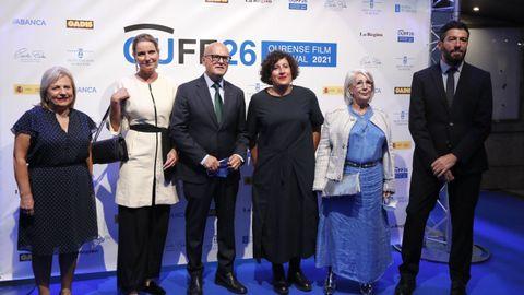 Los galardonados en el Ourense Film Festival 2021 durante la inauguración.