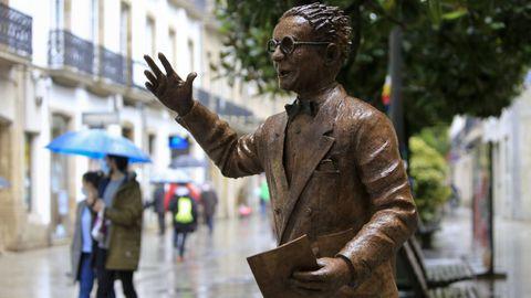 Estatua de Castelao, en la calle Raíña de Lugo.