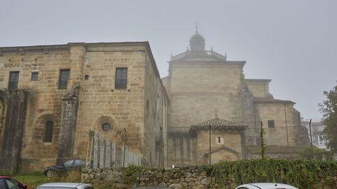 La ruta de Celanova-Castromao-Vilanova dos Infantes, sale y termina en la fachada posterior del monasterio de San Salvador, en el aparcamiento de As Triguerizas