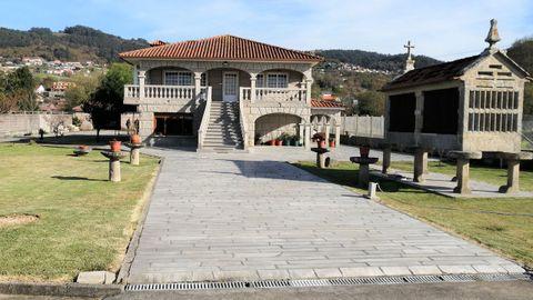 La casa que está a la venta en Bueu por 1,3 millones de euros está en la playa de Agrelo