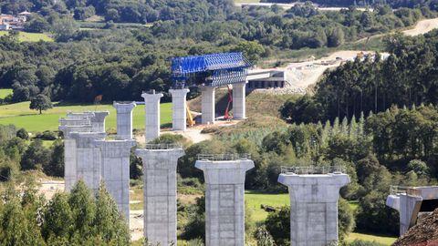 Obras de la A-54 en Palas de Rei, en donde se está construyendo un viaducto de más de un kilómetro de longitud