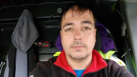 Celso Sotelo, camionero de A Coruña, durante una de sus rutas de reparto.