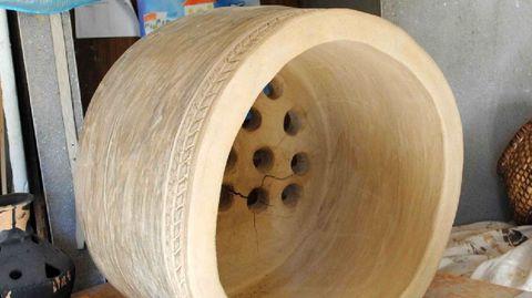 Réplica del horno castreño de Castromao realizada por el alfarero soberino Tomás López dentro de un proyecto desarrollado por investigadores de la Universidade de Santiago