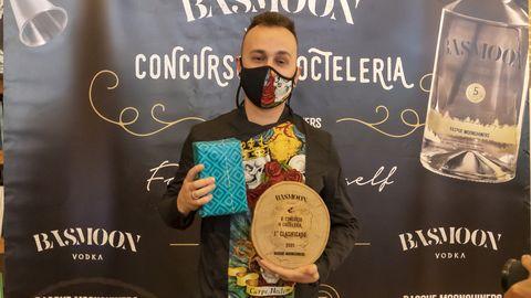 Cristian Fernández con el premio