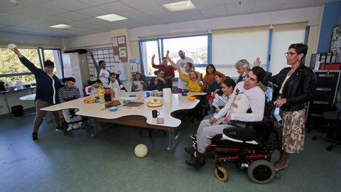 Celebración del Día Mundial de la Parálisis Cerebral, este miércoles, en el centro de adultos de Amencer en Lourizán