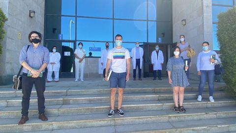 Varios de los nuevos medicos residentes fueron recibidos por los responsables del hospital de Barbanza