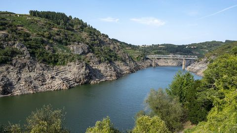 El río Miño a la altura de Chantada, donde se llevará a cabo una ruta de navegación este lunes.
