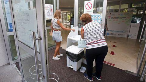 Entrada del centro de salud de Baltar, en Sanxenxo, el pasado mes de agosto