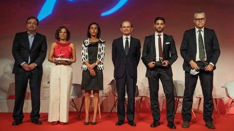Ignacio González Franco ?segundo por la derecha? con otros galardonados en el acto de entrega de los premios Talgo, que se celebró en la Real Fábrica de Moneda y Timbre de Madrid