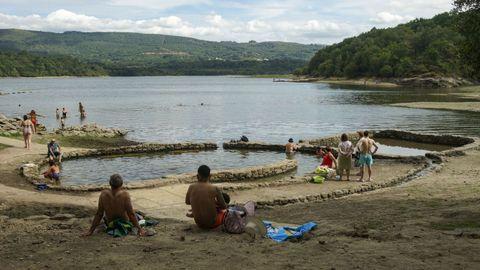 Las termas romanas de O Baño, de Bande, son punto de encuentro para vecinos de la Baixa Limia y de Portugal