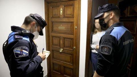 La Policía Local sanciona a los responsables de un piso en el que se estaba organizando una fiesta que excedía el volumen máximo permitido