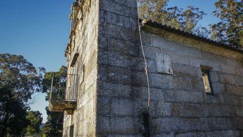 En la parroquia de San Ramón de Bealo, el reloj de sol de la fachada sur es una prueba del carácter comunal de las reuniones religiosas
