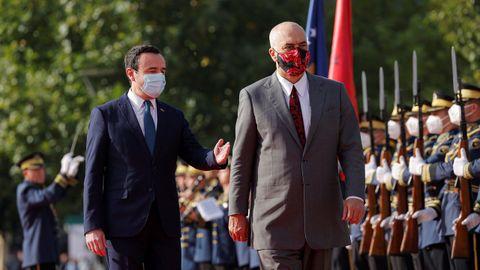 Los primeros ministros de Kosovo, izquierda, y Albania